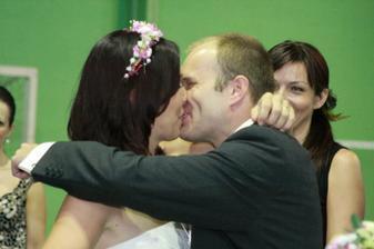 ...prvý novomanželský...