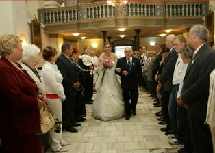 Dědeček si vede nevěstu