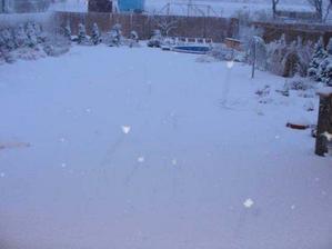 a takto to vyzeralo po vcerajsej snehovej nakladacke :))))