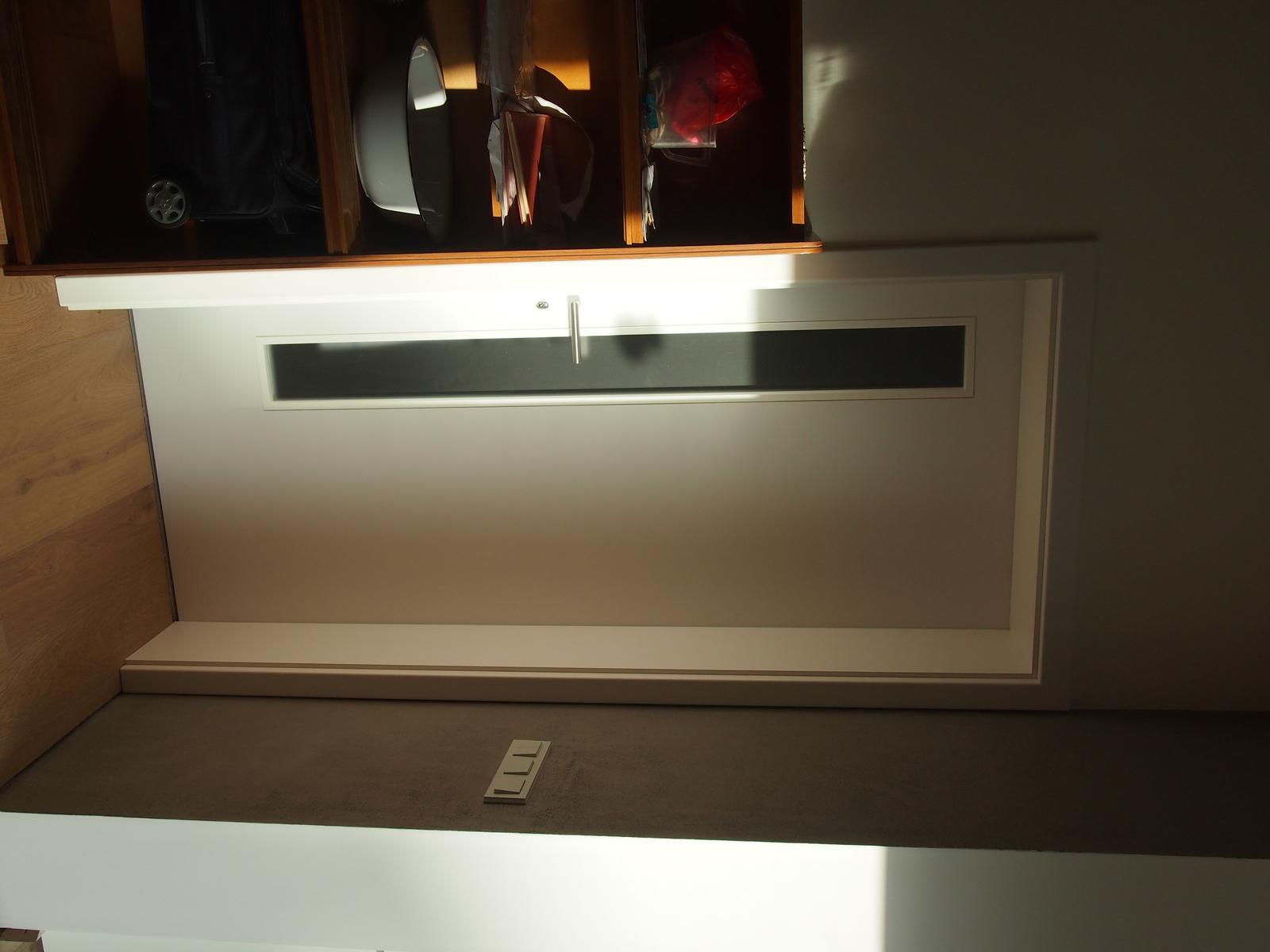 bílé dveře - mám... - Obrázek č. 1