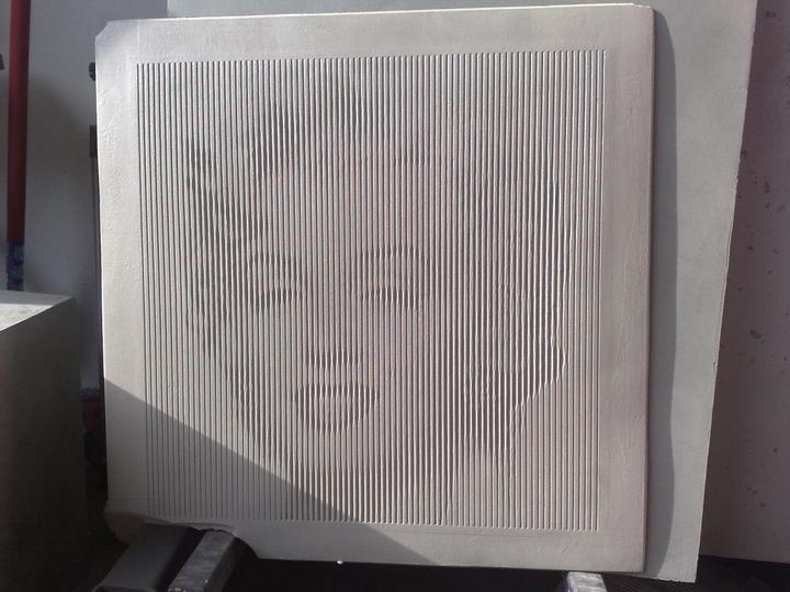 Umenie z betónu - obraz tvorí len rôzna hrúbka rýh, žiadna farba.