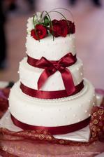 Tady už je i ten červený element :) Chci si upéct dort sama, tak jsem zvědavá, jak to dopadne :D Zkušení malý dort budu péct někdy v březnu, tak se možná i pochlubím :D