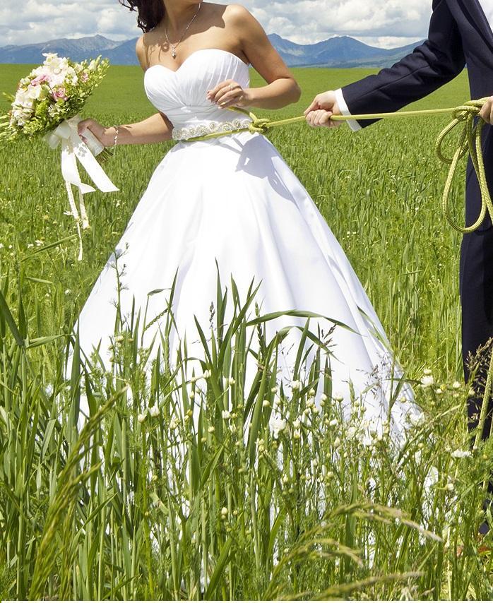 Satenove biele svadobne saty Natasha Azariy - Obrázok č. 1