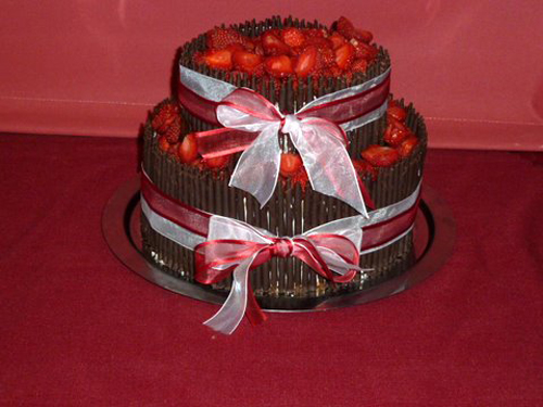 Inspirace na svatbu - Náš vybraný dort od Aknelu. Místo jahod jsme měli hrozny kvůli alergii. Sice to nebylo tak hezké jako s jahodami, ale dobrý byl i tak