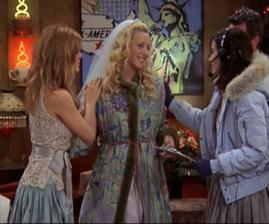 Jako milovník Přátel jsem vždycky obdivovala Phoebin svatební kabátek, no, mě se vždycky líbily nesehnatelné věci :-).