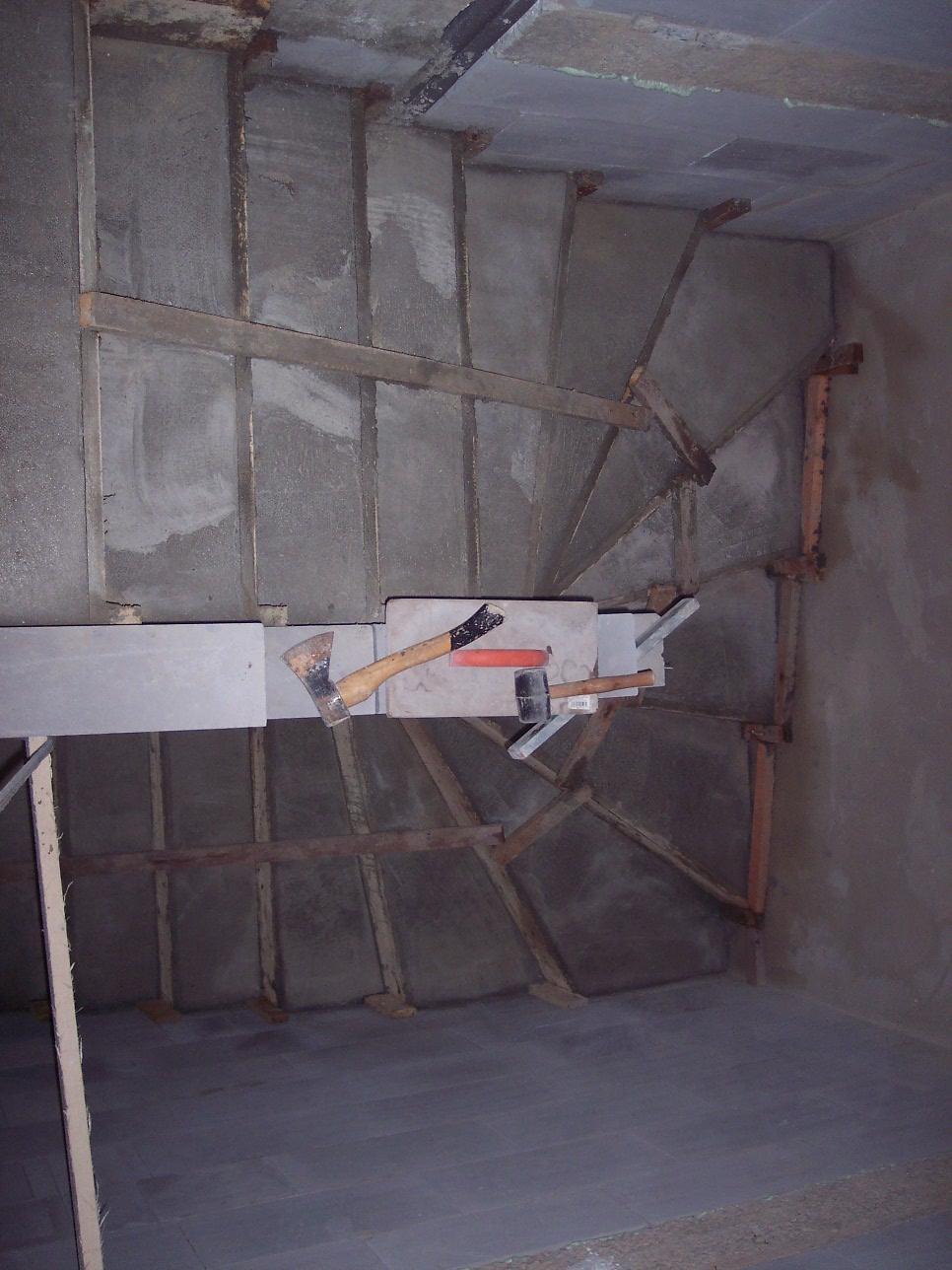 Můj domek svépomocí za 1,3 miliónu - Ani to nebolelo a schody jsou hotové.