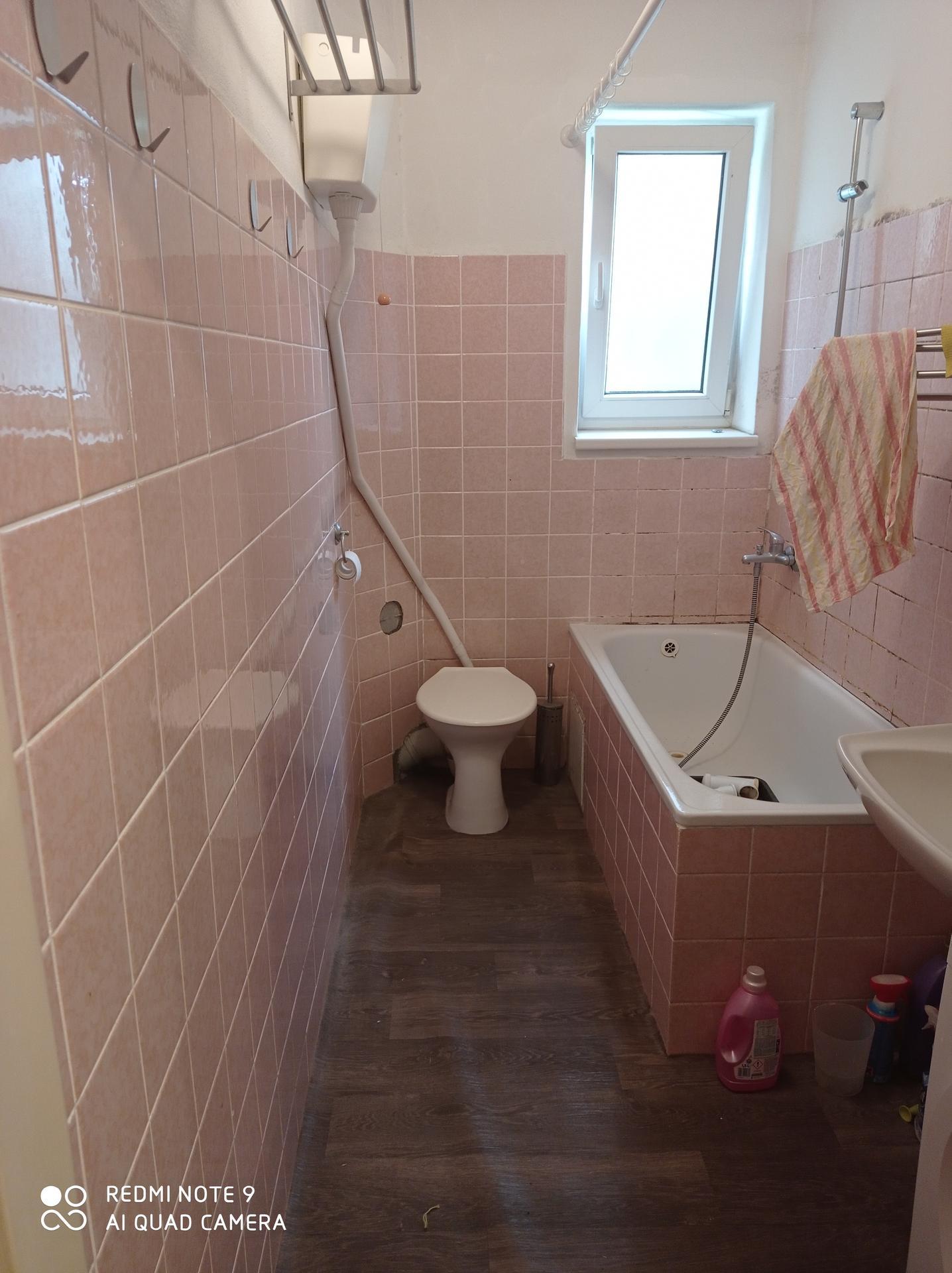 koupelna v bytě 1+1 - Obrázek č. 6