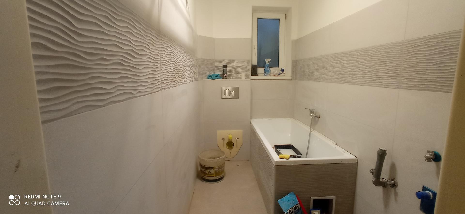 koupelna v bytě 1+1 - Ještě přijde kolem vany skleněná zástěna