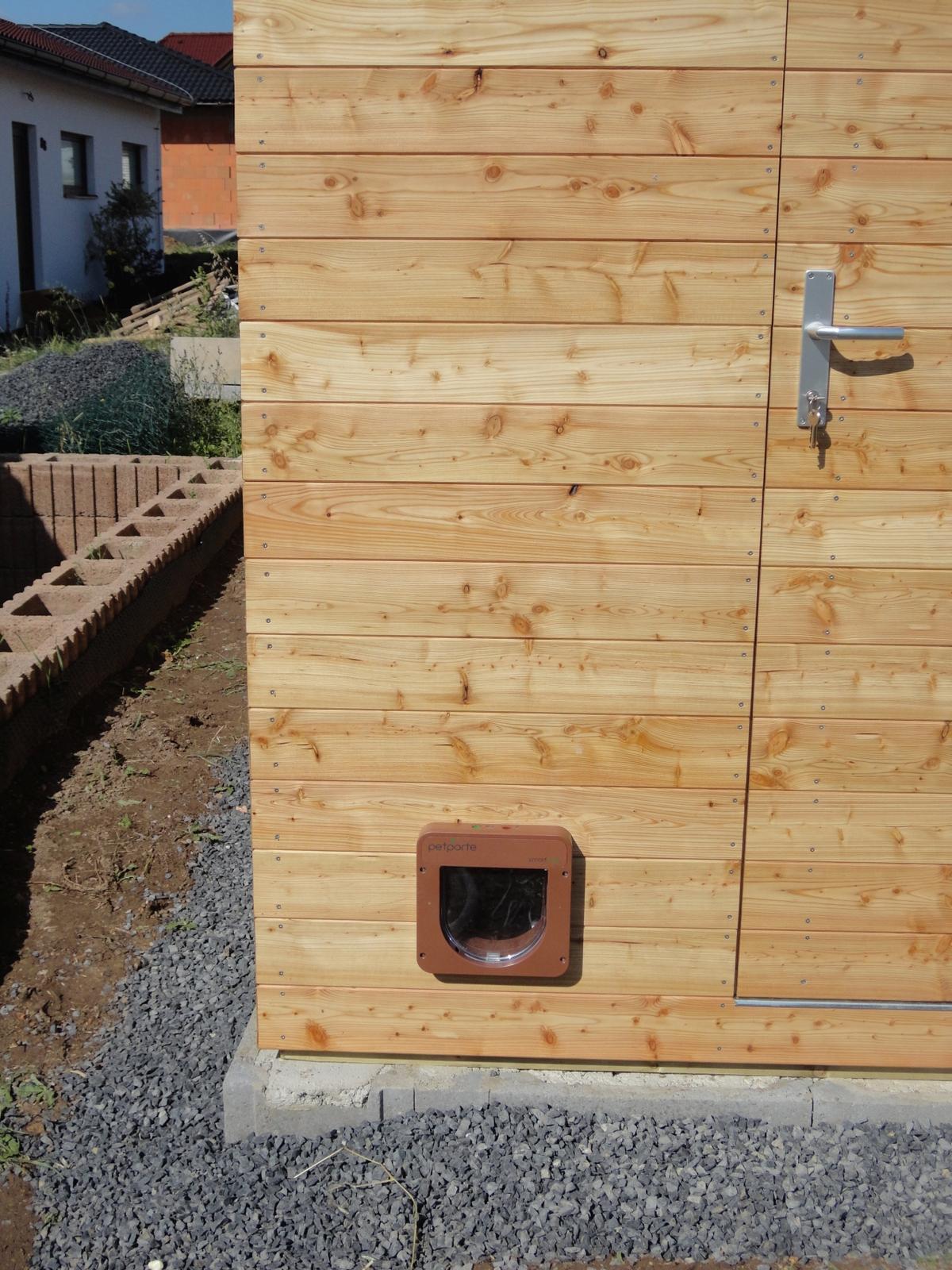 Zahradní domek s dvířky pro kočku - Obrázek č. 2