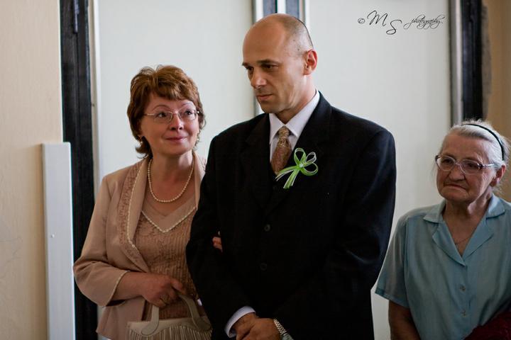 Kika{{_AND_}}Peťo - ocinko s maminkou.. a starka     :)