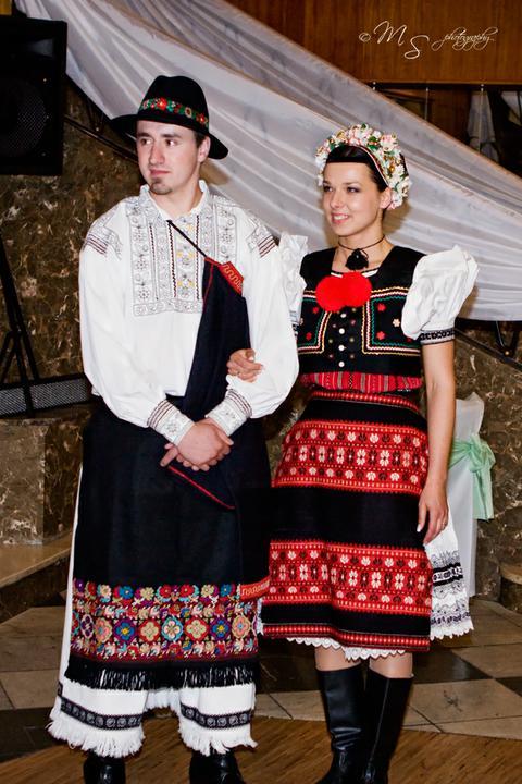 Kika{{_AND_}}Peťo - .. dobronivský kroj.. :)