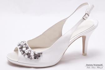 Tyto bych si moc přála. Na noze jsou jako bačkůrky, ideální výška podpatku. Bohužel svou 39 nenacpu do bot číslo 38, aniž by to vypadalo hloupě. Tak jsou na cestě zpět.