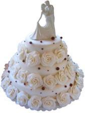 Tenhle dort jsem nechala udělat pro partnera jako překvapení v jeho oblíbené cukrárně. Bude jen dvoupatrový a postavičky tam budou jiné. Rodiče ho na svatbu povezou 200 km, tak snad vydrží.