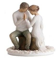 Tyhle postavičky Willow Tree budou na vrcholu dortu. Připadají mi úžasně romantické.