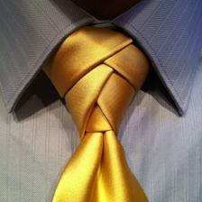 Tenhle je super, ale kravata by musela mít tak 3 metry, abychom ho uvázali, aniž by se snoubenec škrtil.