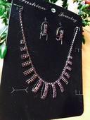 fialový set bižuterie náhrdelník a naušnice,