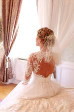Přípravy a focení v novomanželském apartmá před obřadem