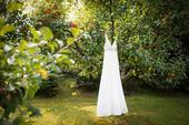 jednoduché smetanové svatební šaty, 36