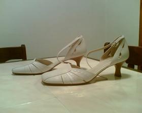 Moje svatební botičky. Doma koupené čekají nad den D.