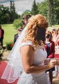 Svatební bílý závoj s hřebínkem,