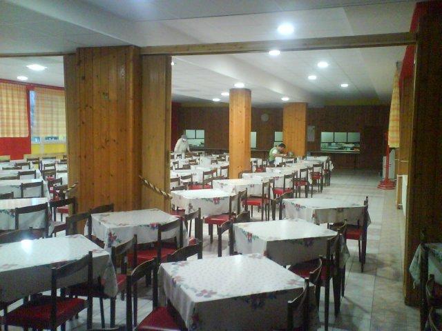 Sála, Strojnícka priemyslovka Prešov, jedáleň - výhľad od dverí na druhú stranu