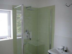 dnes nam osadili sklo na sprchu..