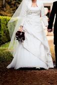 Svadobné šaty s tmavostrieborným vyšitým vzorom, 42