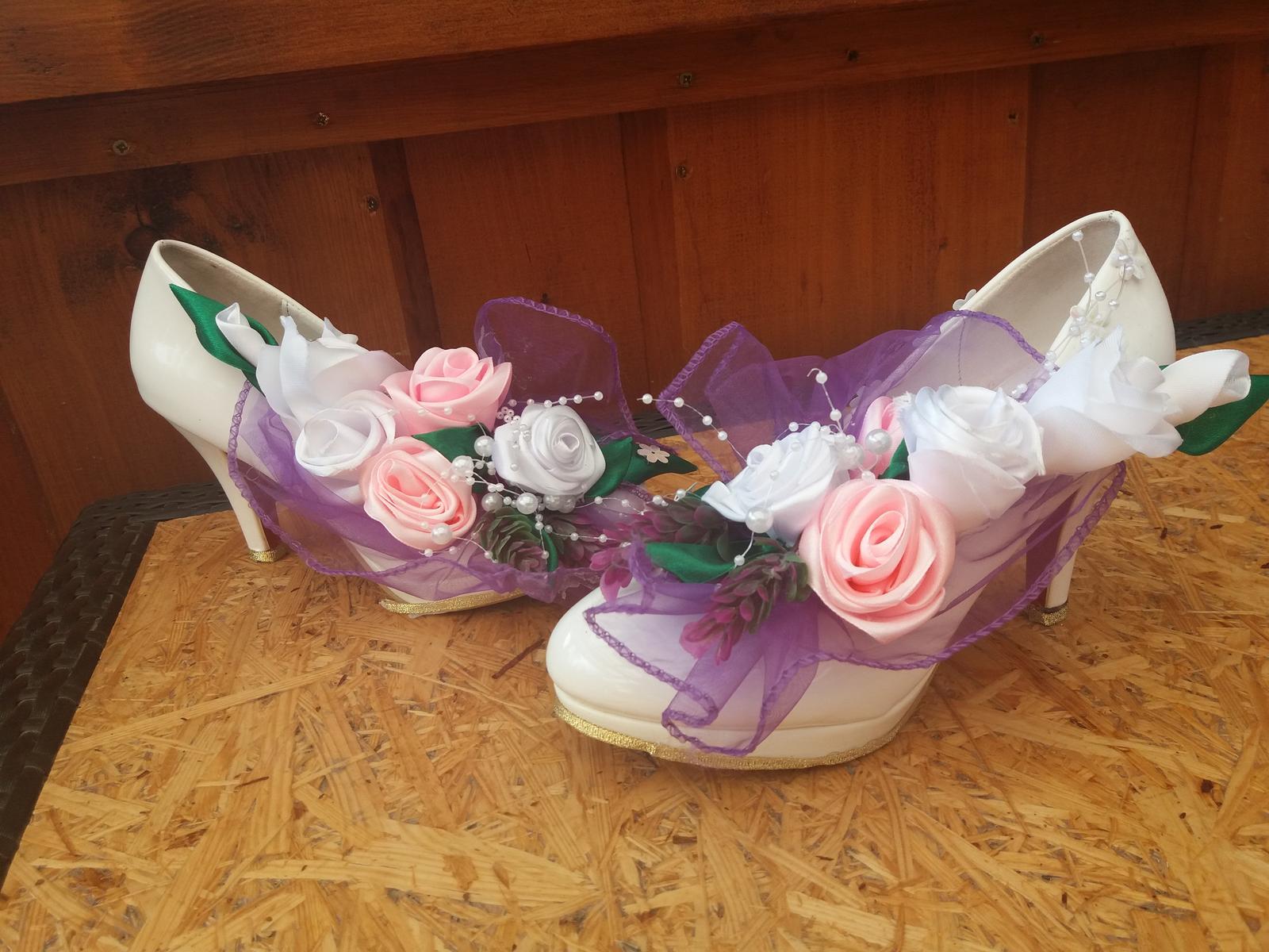 Topánky-dekorácia - Obrázok č. 1