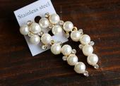 Visiace perlové náušnice s kamienkami,