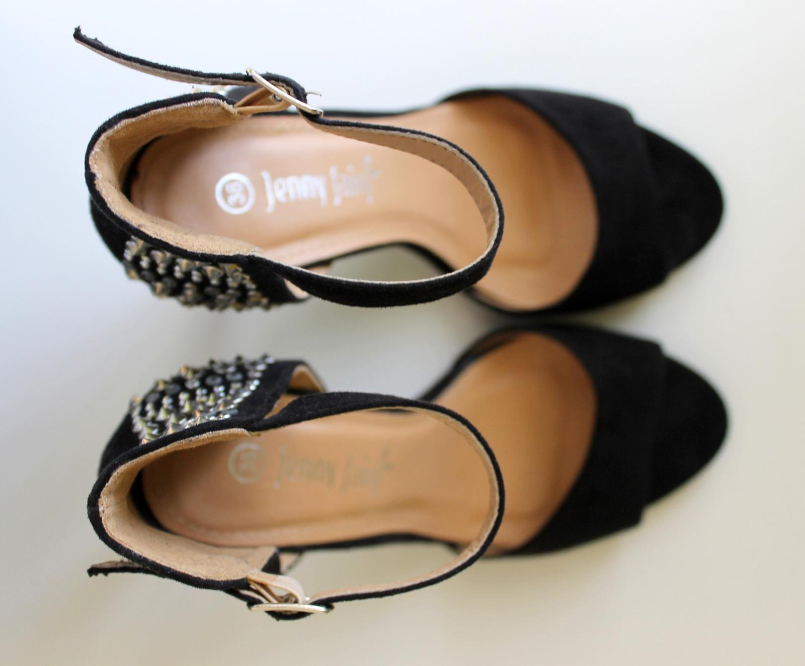 Vysoké čierne vybíjané sandálky - NENOSENÉ - Obrázok č. 3