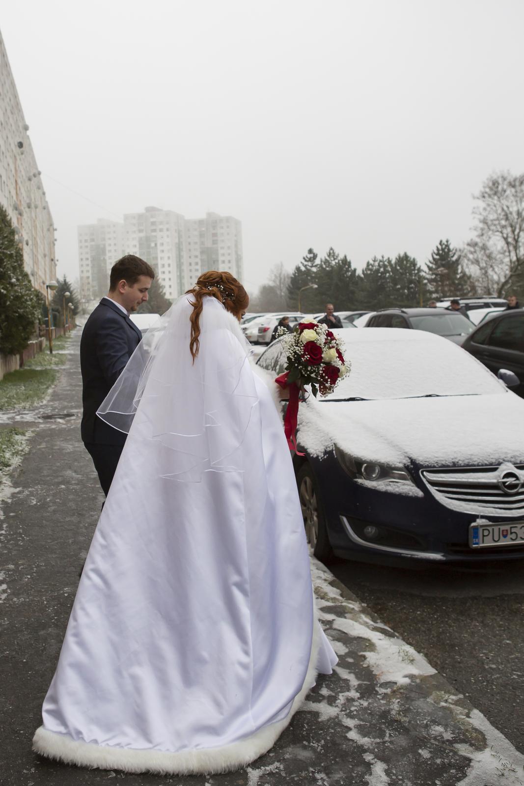 Biely plášť na zimnú svadbu :) - Obrázok č. 2