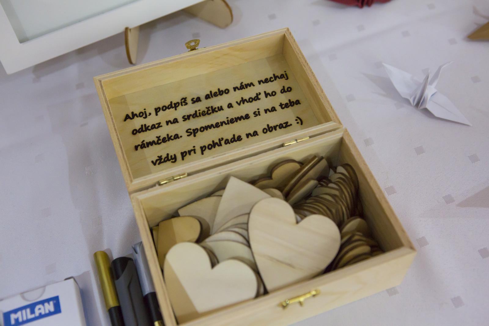 Drevená škatuľka s odkazom pre hostí. - Obrázok č. 1
