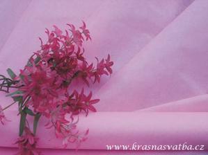 bude na stole a na něm dekorace - vínovo, bílo, růžové - hodí se to?