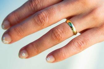 No není tenhle prstýnek úžasně romantický?