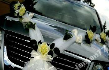 Tak nějak budou vyzdobené mé autíčko :-) Výzdobu si budu dělat sama, tak pak mrkněte do svatebního albíčka, jak to dopadlo :-)