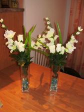 kytice na svatbní tabuli