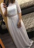 Jednoduché krajkované šaty, 38