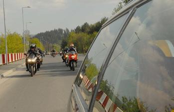 Cesta z mesta v sprievode motorkárov :)