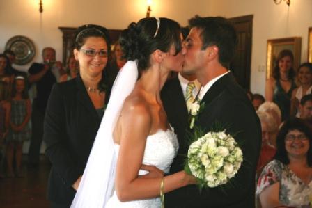 Kateřina Štoudková{{_AND_}}Roman Flek - 1. dloooooooooooouhý svatební polibek