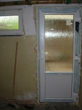 dveře na dvůr