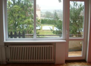 PO - nová okna, natřené radiátory, vybroušené a nalakované parkety
