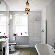 ...o okne a sivej farbe na stenách...