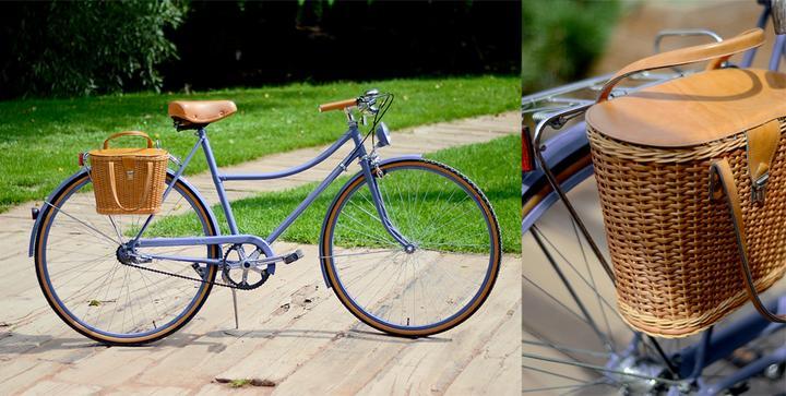 tak dneska kolo konečně na výletě, roky by mu asi nikdo nehádal :) - ty gumy a odjímatelnej košík úplně miluju :)