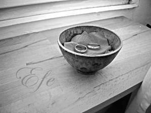 naše mistička na prstýnky a v ní naše staré.. jen bude vystlaná mechem