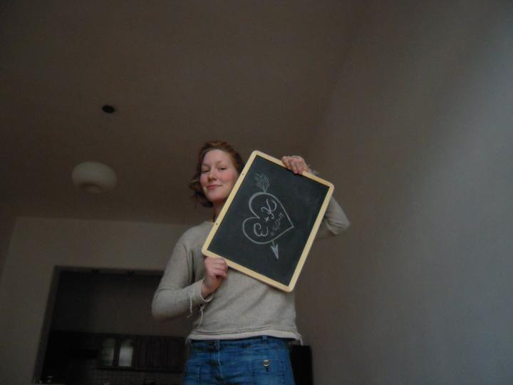 Co už je uděláno, co už je hotovo - Nenalíčenej šmoula, ale tabula lehká a velká i s kulatýma křídama a houbou mě vyšla na 90korun :)