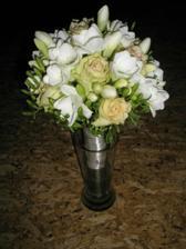 na zkoušku jsem k svátečku dostala svatební kytičku....Je ještě každopádně co dolaďovat..