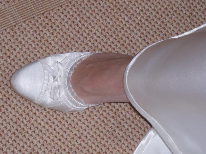 Čo už máme ;oD - tak tieto topánočky už mám (vidno tu kúsok aj z mojich svadobných šiat) ;oD