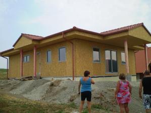 2 týždne od začatia dom vyzeral takto...a koľko zvedavcov :-)