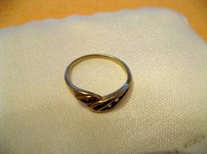 Můj zásnubní prstýnek, který nosím již 2,5 roku