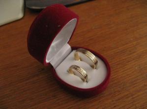 Naše snubní prstýnky - už jsou doma